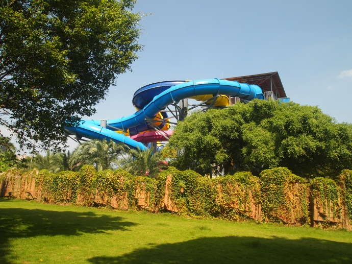 Water park adjacent to the zoo