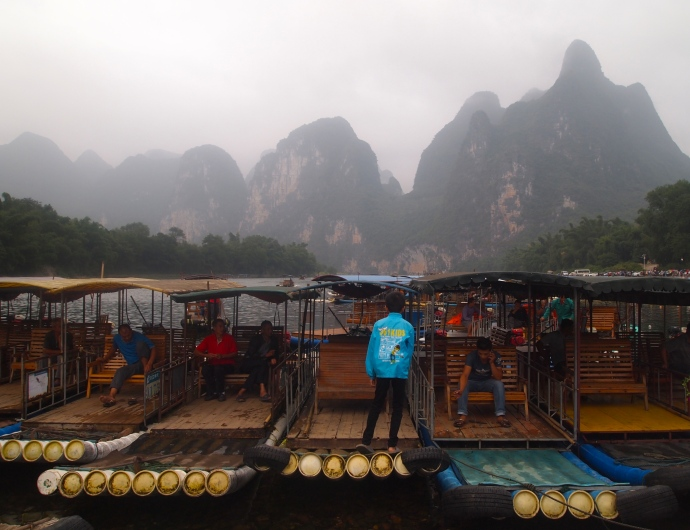 Getting on the boats at Yangdi