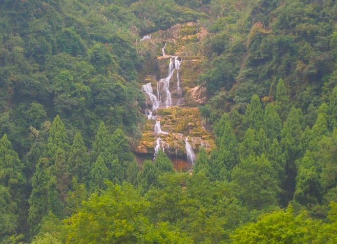 Closeup of the waterfall along the Li River