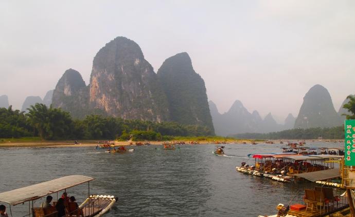 Crossing over to disembark at Xingping