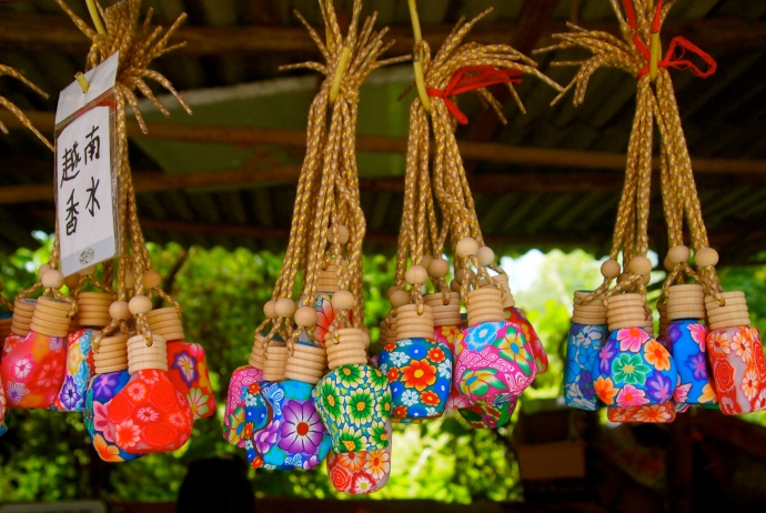 pretty little vessels for sale by Vietnamese vendors