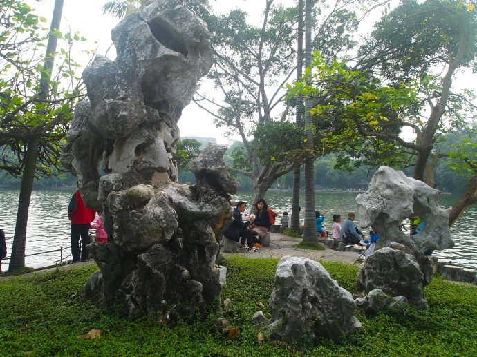 Rock statuary