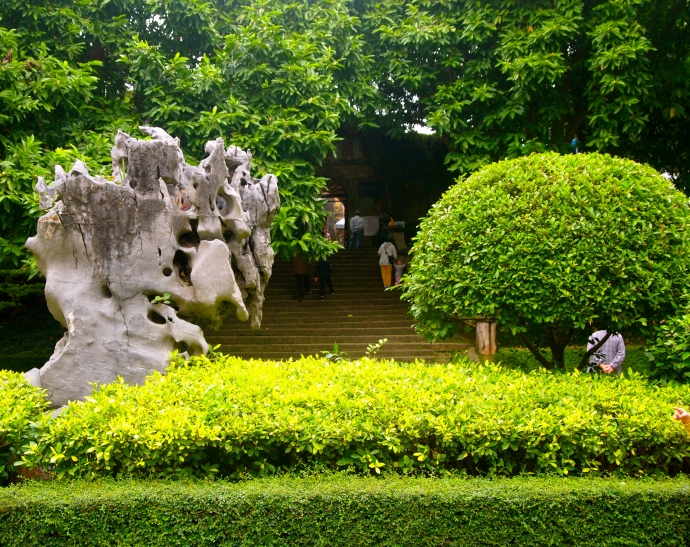 Rock sculpture in front of Zhenning Fort