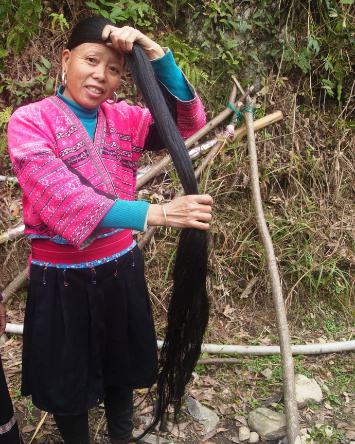The Yao woman shows me her hair ~ for 20 yuan