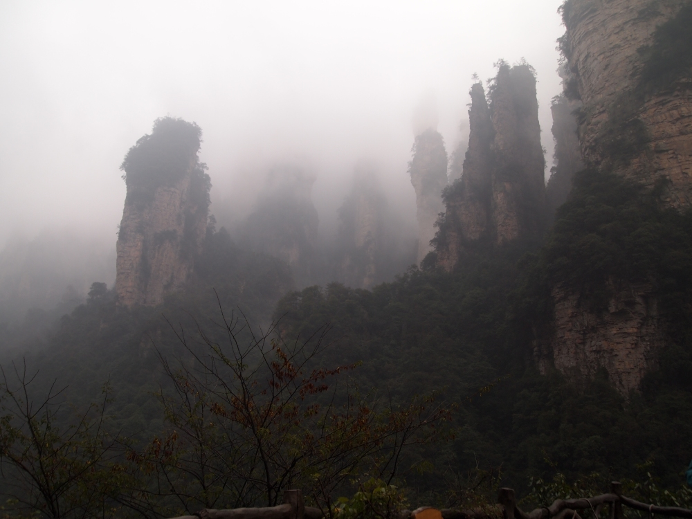 to the heights of zhangjiajie by way of the bailong elevator (3/6)