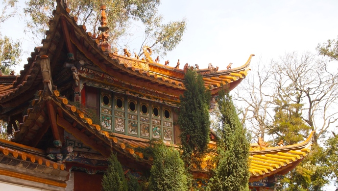the eaves of the entrance to the Bamboo Temple