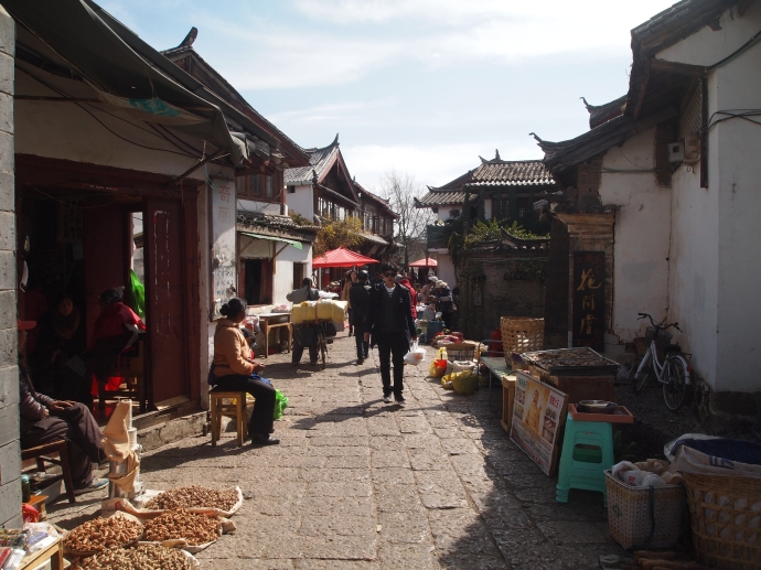 busy streets of Lijiang
