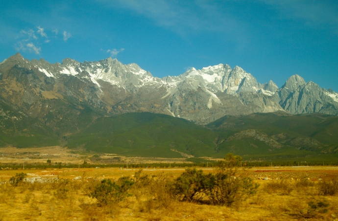 first views from the car to Yulong Xue Shan, or Jade Dragon Snow Mountain