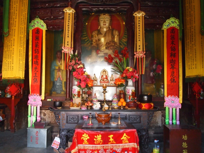 Inside the main hall of Haiyun Temple