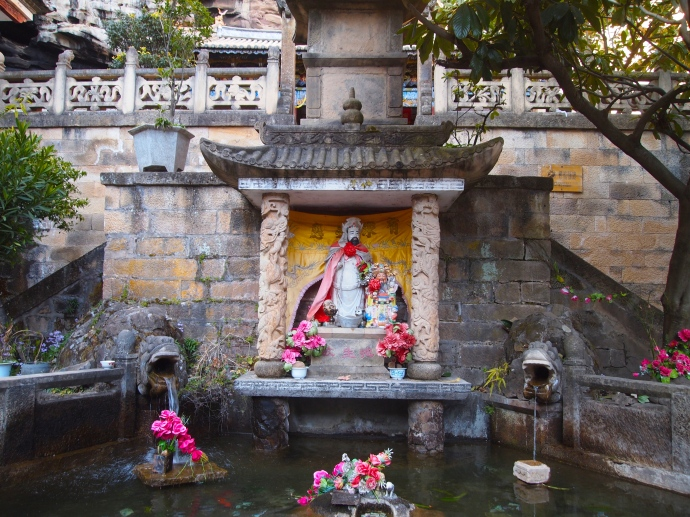 fountain at Baoxiang Temple
