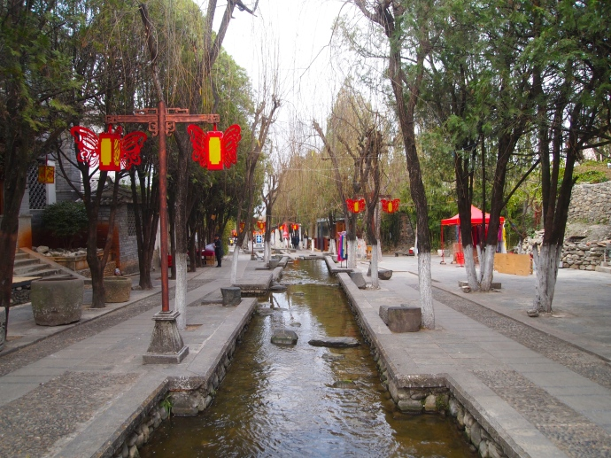 street of red lanterns