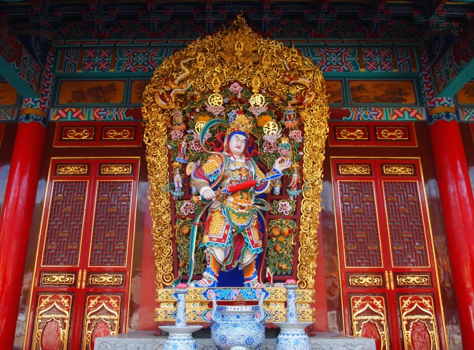 Buddhist figure at Yuangtong Temple
