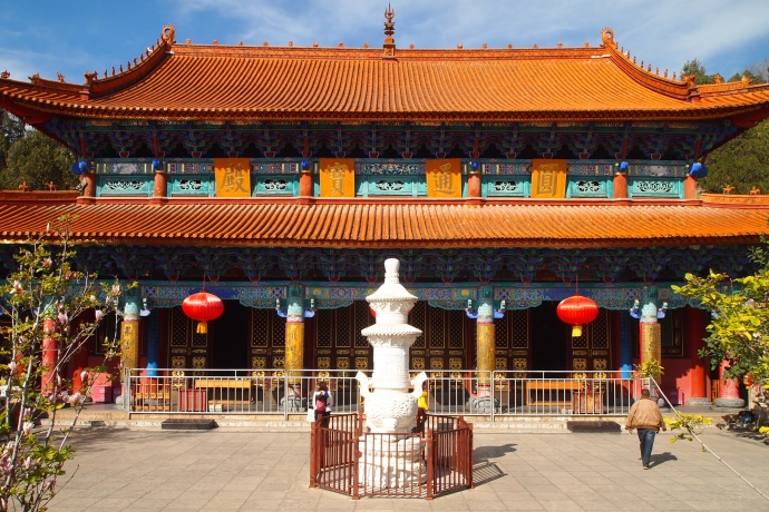 The main hall at Yuangtong Temple