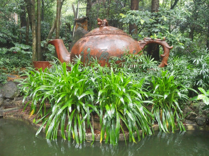 Teapot at the entrance to Guiping Xishan Scenic Area