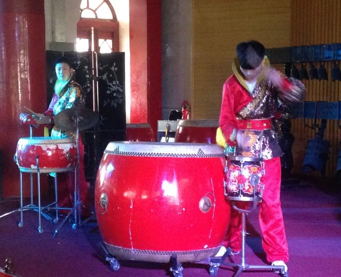 Fast motion drummer
