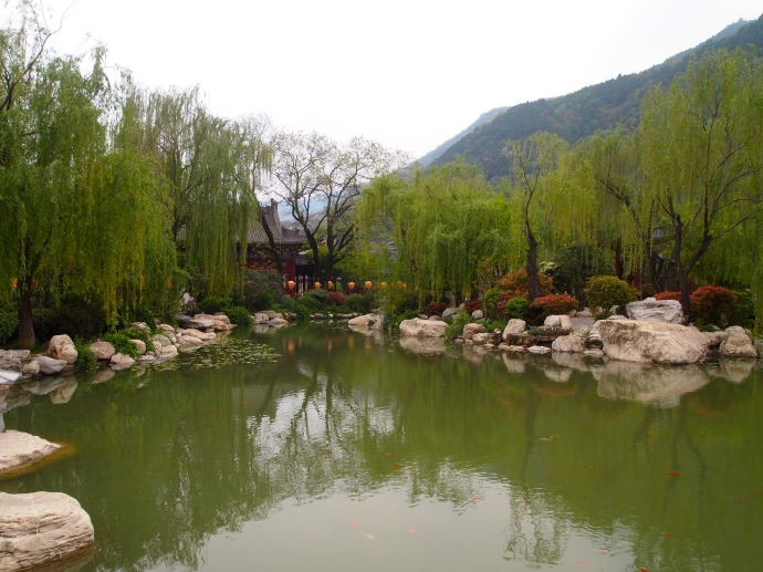 Pond & weeping willows at Huaqing Hot Spring