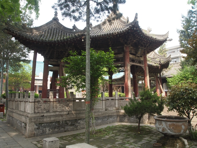 Yizhen Pavilion, also known as Phoenix Pavilion
