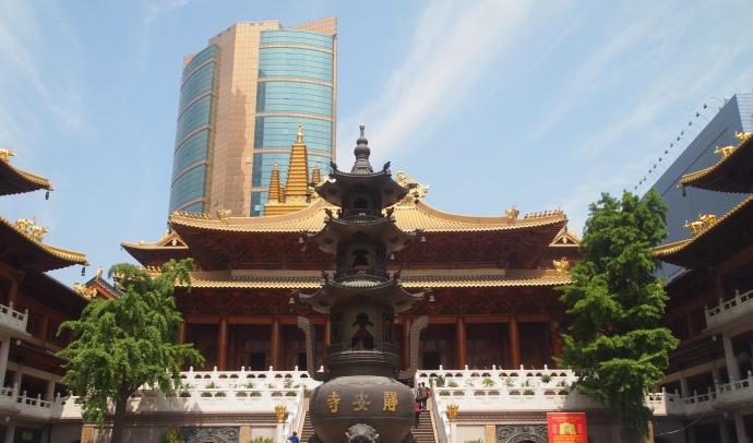 the main prayer hall at Jing'an Si
