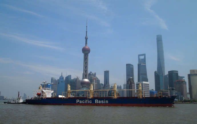 Pudong and a Pacific Rim ship
