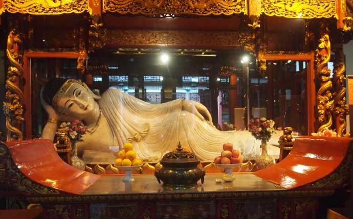 a reclining Buddha