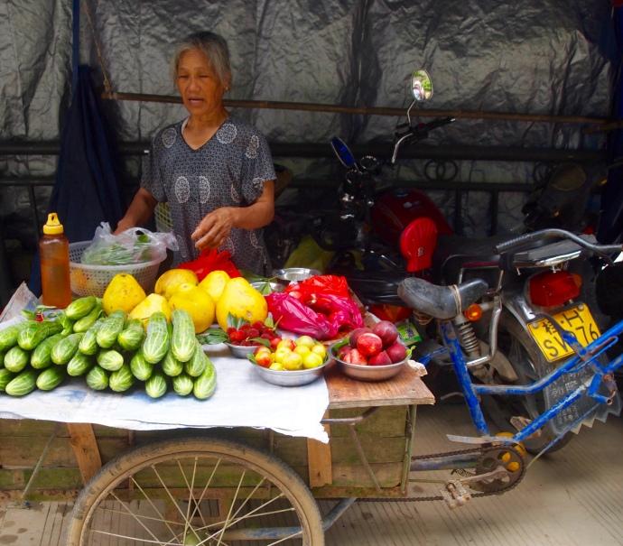 fruit vendor in Xingping