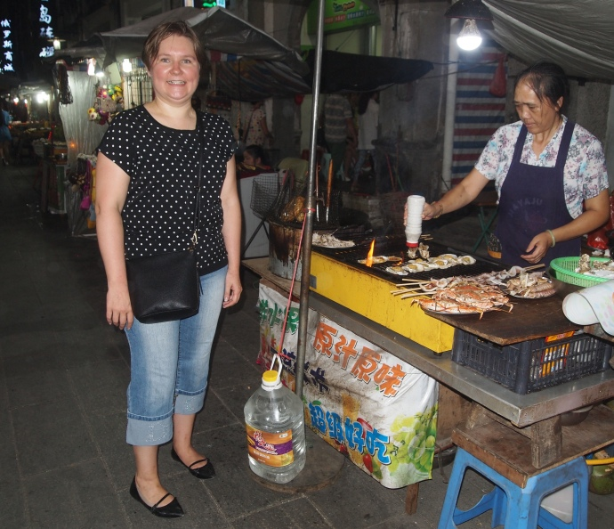 Mari and the food vendor