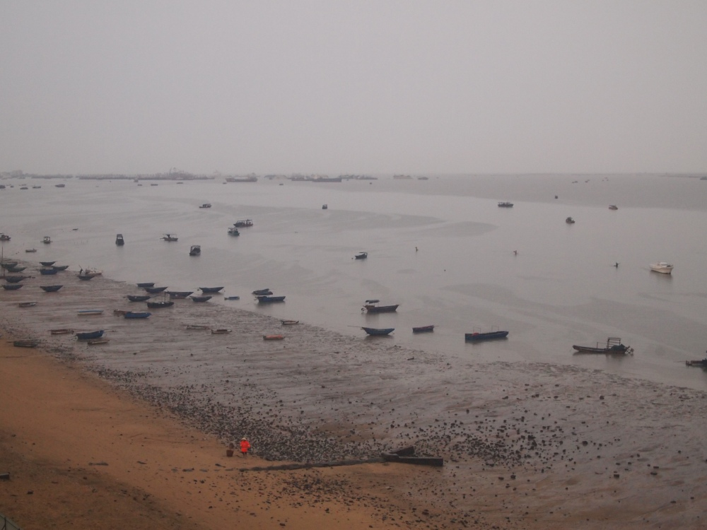 a foggy morning on beibu gulf, a ferry ride to weizhou island & a visit to saint maria church (2/6)