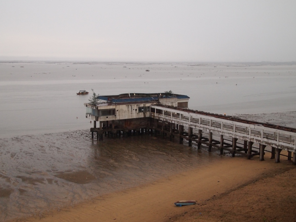 a foggy morning on beibu gulf, a ferry ride to weizhou island & a visit to saint maria church (3/6)