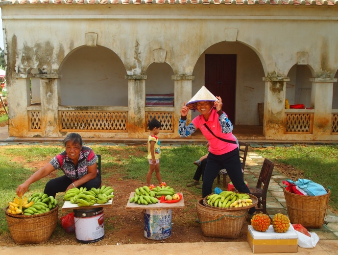 Fruit vendors at Saint Maria Church